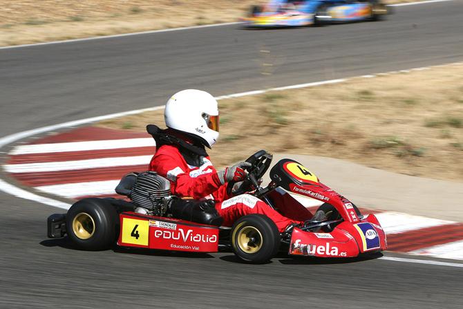 tamara-gonzalez-piloto-cadete-formula-karting-benamariel-2012